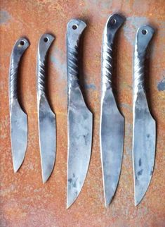 knives forged from rebar. Cool Knives, Knives And Swords, Blacksmithing Knives, Custom Metal Fabrication, Hand Forged Knife, Diy Knife, Types Of Knives, Forging Metal, Welding Art