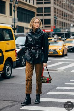 A Genius Outfit to Wear This Season — Leather Shirt Jacket, Brown Pants, and Metal Toe Ankle Boots Casual Street Style, Nyfw Street Style, Street Chic, Street Styles, Shirt Jacket, Shirt Outfit, Basic Outfits, Cute Outfits, Neutral Trousers