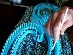 How to use A Serenity Loom. This loom can make blankets up to 10 Feet Wide and as long as you want. They are a bit tricky to start with but once you get into the grove you will do great! Loom Knitting Blanket, Loom Blanket, Afghan Loom, Round Loom Knitting, Loom Knitting Stitches, Giant Knitting, Knifty Knitter, Loom Knitting Projects, Arm Knitting