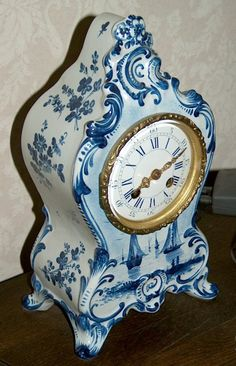 Dutch hand painted (Delft) mantle clock 1870 http://www.timemaster.nl/mangumwhitehouse-clock-museum/