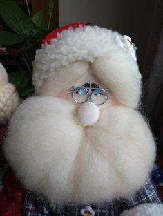 Christmas Decorations, Christmas Ideas, Felt, Santa, Crafts, Decorating, Fabric Dolls, Throw Pillows, Christmas Themes