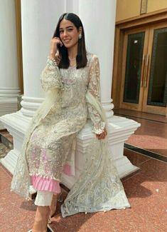 Pakistani Fashion Party Wear, Pakistani Dress Design, Pakistani Outfits, Ethnic Outfits, Indian Outfits, Stylish Dresses For Girls, Girls Dresses, Party Wear Dresses, Bridal Dresses