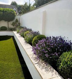Attractive Backyard Garden Landscaping Design Ideas For Small Garden 39 Back Gardens, Small Gardens, Outdoor Gardens, City Gardens, Modern Gardens, Landscaping Shrubs, Small Backyard Landscaping, Backyard Patio, Landscaping Ideas