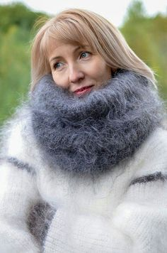 Many pictures of soft and fuzzy angora and mohair men's and women's sweaters including vintage and retro. Fluffy Sweater, Mohair Sweater, Sweater Coats, Thick Sweaters, Wool Sweaters, Gros Pull Mohair, Ladies Dress Design, Scarf Styles, Knitwear