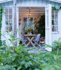 Porch Veranda, Gardening, Hello Autumn, Vignettes, Front Porch, Kitchen Remodel, Terrace, Home And Garden, Greenhouses