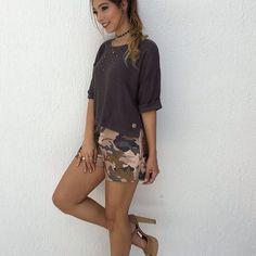 Que look lindo, blusinha maravilhosa com short camuflado . Quero todas #camuflagem #outonoinverno2017 #moda #modabh #modafeminina #modacamuflada #outonoinverno2017