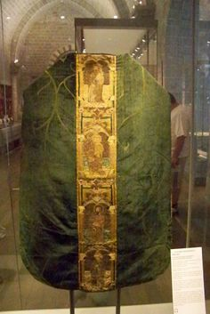 15th century chasuble of Italian silk with English orphreys  / The Cathedral of Le Puy en Velay