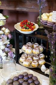 Tassenkuchen - Bäckerei: Mini-Gugl mit weißer Schokolade und Zitronen-Buttermilch-Glasur