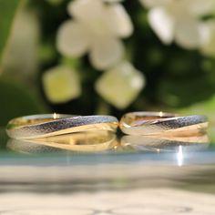 立体感を活かしたコントラストで魅せる結婚指輪 [marriage,wedding,ring,bridal,K18,Pt900,マリッジリング,結婚指輪,オーダーメイド,槌目,コンビカラー,ウエディング,ith,イズマリッジ]