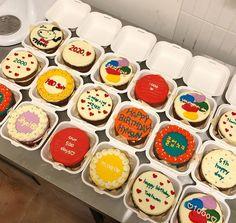 Pretty Birthday Cakes, Pretty Cakes, Cake Decorating Techniques, Cake Decorating Tips, Mini Cakes, Cupcake Cakes, Cute Bakery, Korean Cake, Dessert Packaging