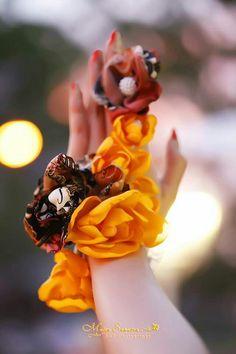 Batik's hand corsage