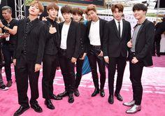 BTS best dressed boy band in BBMAs😂😂