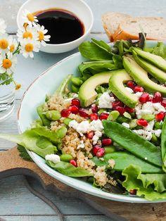 Power-Salat Green Spirit mit Edamame, Avocado, Zuckerschoten, Quinoa und Granatapfel   GourmetGuerilla.de