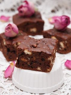 Brownies με 2 σοκολάτες και αμύγδαλα - www.olivemagazine.gr Brownie Toppings, Brownies, Sweets, Desserts, Recipes, Food, Cakes, House, Kuchen