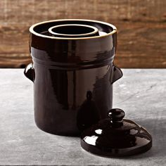 this crock can hold water in the ring around the mouth. the lid sits in the water, creating an air-lock seal without pressurizing or mechanical devices Fermenting Jars, Fermentation Recipes, William Somona, Fermented Foods, Preserving Food, Cooking Utensils, Gourmet Recipes, Food Inspiration, Tea Pots