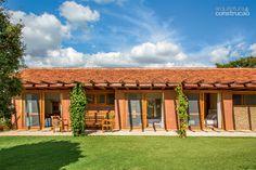 As telhas coloniais vieram de uma antiga construção existente no sítio. - Projeto Frederico Andrade e Guilherme Ferreira