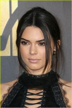 Kendall Jenner Photos - Model Kendall Jenner attends the 2016 MTV Movie Awards at Warner Bros. Studios on April 2016 in Burbank, California. MTV Movie Awards airs April 2016 at ET/PT. Kendall Jenner Dress, Kendall Jenner Gigi Hadid, Kendall Jenner Photos, Mtv Movie Awards, Jenner Sisters, Kardashian Jenner, A Team, Hair Makeup, Hair Cuts