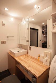 FIKA-「斬新すぎる」と方針転換、カフェ風に: 株式会社ブルースタジオが手掛けた浴室です。 Bathroom Toilets, Washroom, Small Bathroom, Muji Home, Sweet Home Design, Toilet Design, Japanese House, House Made, Modern Interior Design