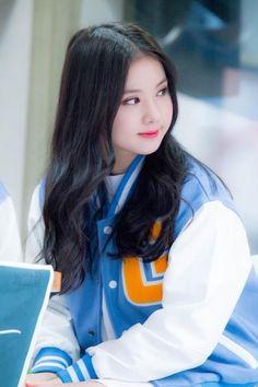 Do you guys miss Eunha's Long Wavy Hair? Kpop Girl Groups, Korean Girl Groups, Kpop Girls, Poses, Jung Eun Bi, G Friend, Extended Play, Meme Faces, Kawaii Girl