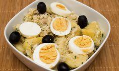 O bacalhau à Gomes de Sá é uma das receitas mais tradicionais portuguesas. É muito simples, termina no forno e é uma boa ideia para um jantar em família.