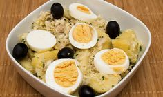 O bacalhau à Gomes de Sá é um prato tradicional da gastronomia portuguesa, que fica maravilhoso com o sabor do azeite