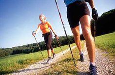 Nordic Walking: Mit Stöcken, Fitness Armband und App zum Erfolg