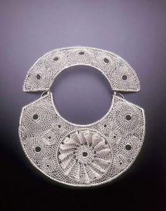Arline Fisch, Medallion Halo Necklace