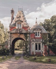 New Exterior House Victorian Mansions Ideas Beautiful Architecture, Beautiful Buildings, Architecture Details, Beautiful Homes, Beautiful Places, Old Buildings, Abandoned Buildings, Abandoned Places, This Old House