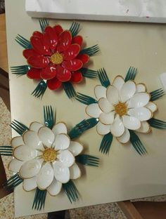 20 ideas of surprising decorations to be made by recycling cucc Fork Crafts, Kids Crafts, Crafts To Make, Arts And Crafts, Paper Crafts, Plastic Spoon Crafts, Plastic Bottle Crafts, Plastic Spoons, Plastic Bags