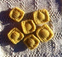 Lot de 6 raviolis farcis / Pâtes pour dinette en laine : Jeux, jouets par marie-boutdefil