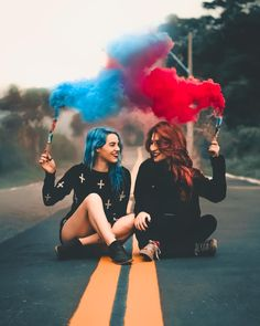 Daily featuring🌍🎨 Tag us or use our hashtag to get featured📸 . Best Friends Shoot, Best Friend Photos, Friend Pictures, Friend Pics, Smoke Bomb Photography, Portrait Photography Poses, Photo Poses, Maternity Photography, Best Friend Photography