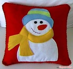 25 Beautiful Christmas Pillow Case Covers You Wouldn't Want To Miss For Anything In The World Christmas Cushions, Christmas Pillow, Christmas Stockings, Christmas Projects, Christmas Crafts, Christmas Decorations, Felt Snowman, Christmas Sewing, Embroidery Techniques