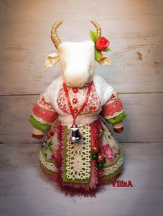 Paper Mache, Handmade Art, Activities For Kids, Doll Clothes, Projects To Try, Arts And Crafts, Dolls, Christmas Ornaments, Holiday Decor