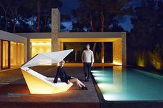 Outdoor furniture Daybed FAZ by the Spanish manufacturer Vondom. Lacquered with high resistant car paint, available in 14 beautiful colors or LED illuminated.