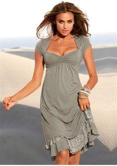 Серое с кружевной каймой платье