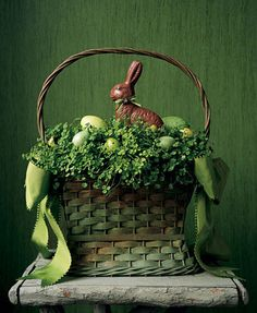 Vintage Easter Decorations Cute green basket with greenery, green eggs and chocolate bunny! Cute for Easter. Hoppy Easter, Easter Eggs, Easter Bunny, Easter Food, Chocolate Bunny, Chocolate Food, Chocolate Brown, Easter Parade, Easter Colors