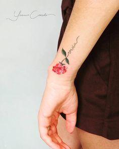 Floral sem contorno por Yasmin Coiado - Curta: facebook.com/ycoiadotattooartist/ Siga: @ycoiado Boy Tattoos, Wrist Tattoos, Mini Tattoos, Body Art Tattoos, Small Tattoos, Carnation Flower Tattoo, Birth Flower Tattoos, Grandma Tattoos, Sister Tattoos