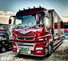 埼玉で見られるとは思いませんでした dekotora #decotora #truckphotography #truck #mitsubishifuso #fuso #japan #哥麿会 #カウントダウン #初日の出 #2018年 #デコトラ #アート #トラック #アートトラック #三菱ふそう #スーパーグレート #スパグレ #神戸国際ギャング団 #勇貴丸 #和洋折衷