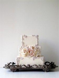 beautiful vintage style wedding cake   Maggie Austin