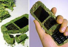 Hace unos años se inventaron los teléfonos biodegradables para no contaminar. Hoy, reutilizar tus viejos móviles puede ser la mejor forma de cuidar la naturaleza. http://www.movildinero.es/.