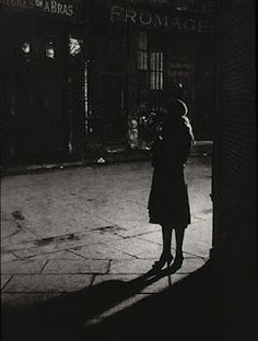 'All I wanted to express was reality, for nothing is more surreal.' George Brassai. Mysterious, marginal figures are the haunting subjects of Brassai's 'Paris by Night'. In this classic, melancholy image, a young woman earns her living by twilight.The current edition used Brassai's original heliogravure print method. The experience of the 1933 reader is re-created. Treat yourself to this authentic publication: 9782080200990