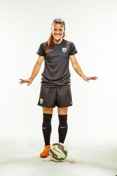 Meet Ali Krieger, defender for the United States Women's World Cup team. Us Soccer, Girls Soccer, Soccer Stars, World Cup Teams, Women's World Cup, Female Soccer Players, Workout Aesthetic, Fitness Aesthetic, Soccer Pictures
