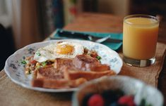Five delicious things for the start of a weekend. Image made with my Nikon The Breakfast Club, Recipe Of The Day, Love Food, Food Photography, Food Porn, Brunch, Tasty, Healthy Recipes, Meals