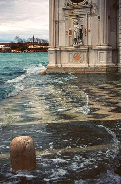 Isola San Michele, Venezia Acqua alta a Venezia. Flooding in Venice… Places Around The World, The Places Youll Go, Places To See, Around The Worlds, Wonderful Places, Beautiful Places, Rome Florence, Italy Travel, Italy Vacation