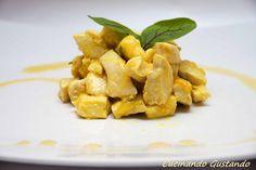 Il Pollo latte curcuma è un secondo piatto molto leggero e gustoso dal sapore delicato e profumato.Semplice e veloce da preparare