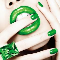Green LipsGreen Nails