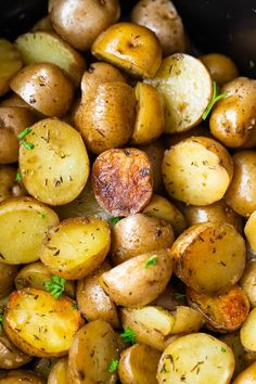 These easy crock pot potatoes cook up with olive oil and herbs and save room in your oven or on the stove. The easiest side dish that takes minutes to toss into the slow cooker. Herb and Olive Oil Crock P Crock Pot Sweet Potatoes, Slow Cooker Potatoes, Cooking Sweet Potatoes, How To Cook Potatoes, Vegetable Side Dishes, Side Dishes Easy, Healthy Crockpot Recipes, Slow Cooker Recipes, Vegan Recipes