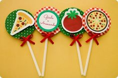Festa Pronta – Pizzaria - Cantina Italiana - Tuty - Arte & Mimos www.tuty.com.br Que tal usar esta inspiração para a próxima festa? Entre em contato com a gente! www.tuty.com.br #festa #pizzaria #pizza #cantina #italia #italiana #italianfood