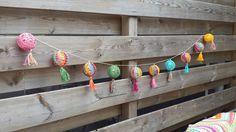 crochet along terray, tertia, cal, deken Fabric Bunting, Bunting Garland, Garlands, Crochet Home, Knit Crochet, Crochet Garland, Diy Wreath, Crochet Flowers, Ganchillo
