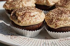 Romania Food, Tiramisu Cupcakes, Mousse, No Cook Desserts, Irish Cream, Food Cakes, Cheddar, Cake Recipes, Muffins